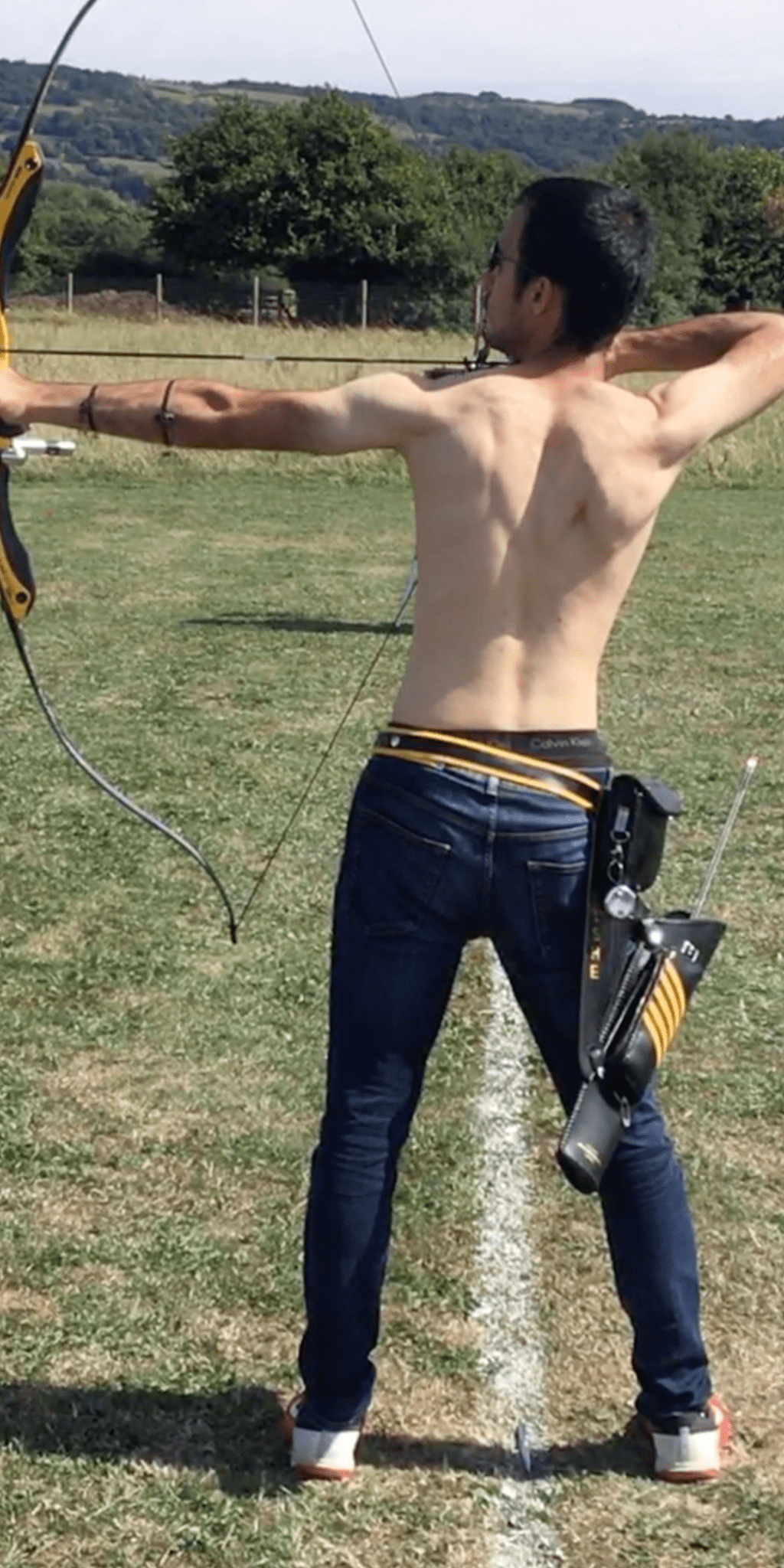 recurve archer showing bad posture and spine position