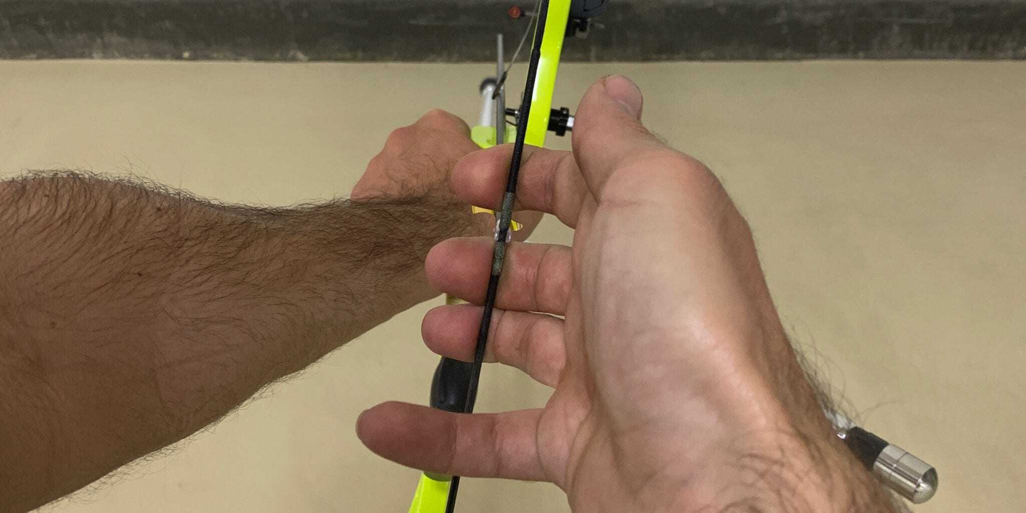 demonstration of string finger placement for the recurve hook