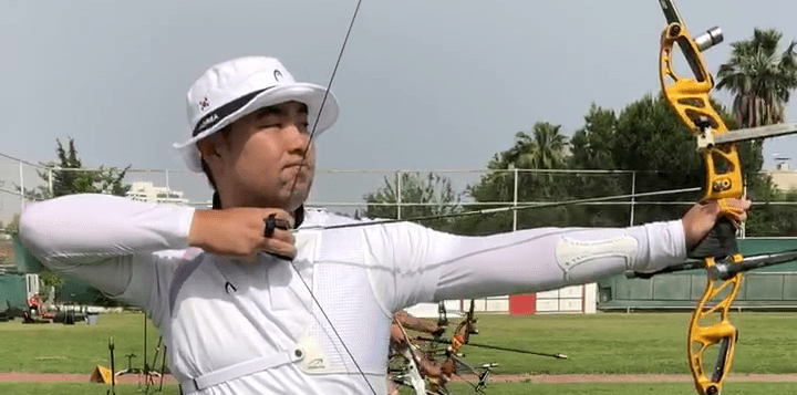 Im Dong Hyun showing the recurve archery draw