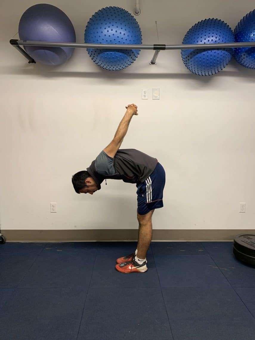 archer doing upper back stretch